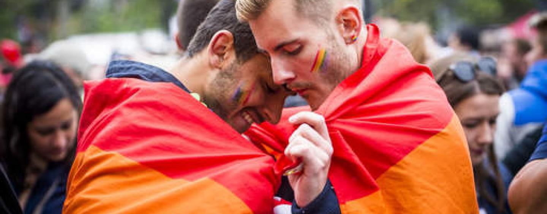 Gay pride dates