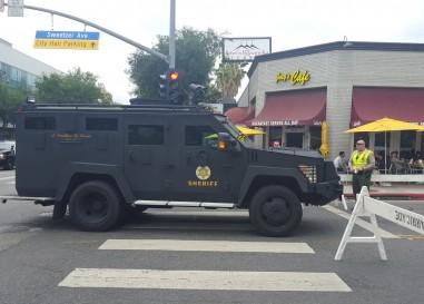 Homme armé à la Gay Pride de Los Angeles