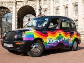 Un taxi aux couleurs pour la Gay Pride de Londres