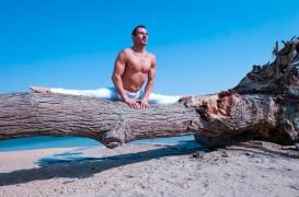 Pratique de yoga pour la fierté gay